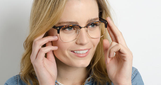 How to read a girl by the shape of her glasses