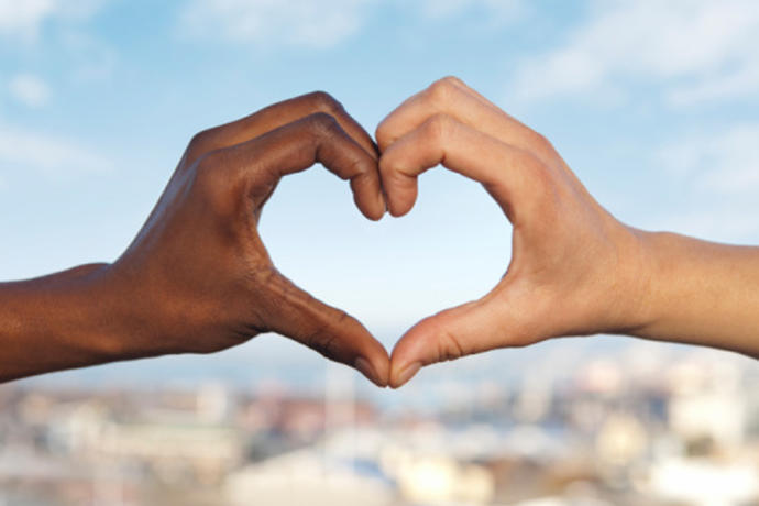 Overcoming the odds: How A Man's Income can Counteract Womens' Racial Biases when Dating Online
