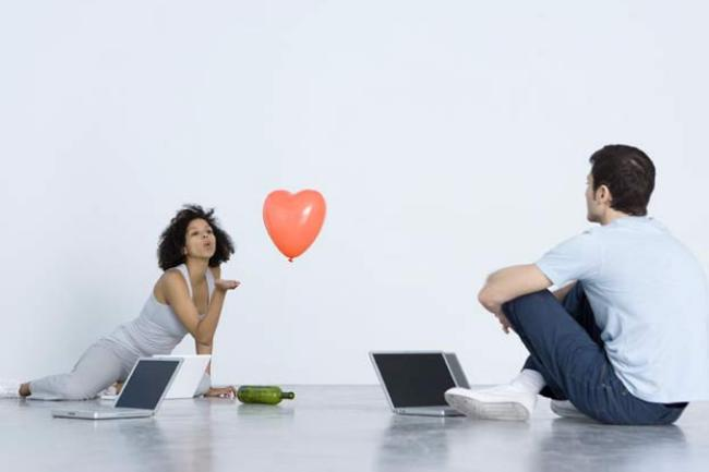 Love Knows No Distance: Tips and Tricks For a Successful Online Relationship