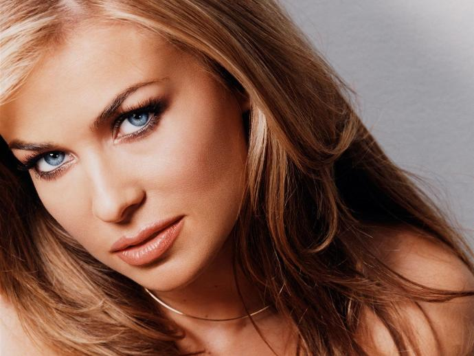 10 of the Sexiest TV Vixens Every Teen Guy Secretly Adored
