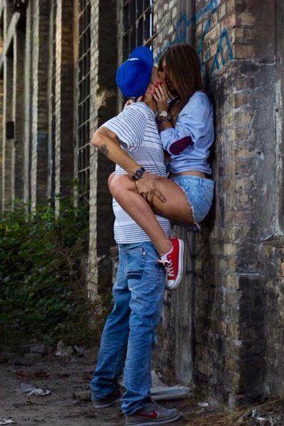 20 Cute Ways to Carry or Hold a Girl