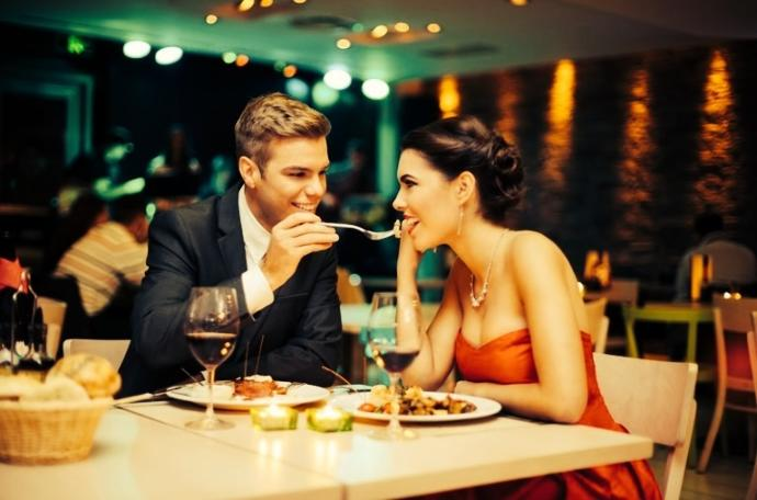 It's 2016: Who Should Pay For The First Date?