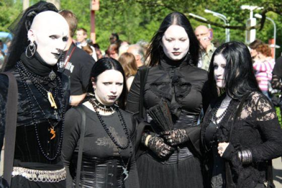 The Musical and Historical Differences Between Goth, Scene and Emo