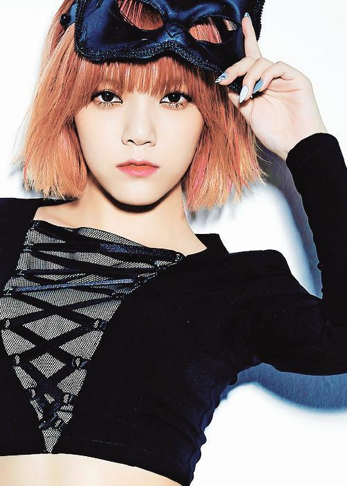 10 Female K-Pop idols I've Completely Gone Lesbian For