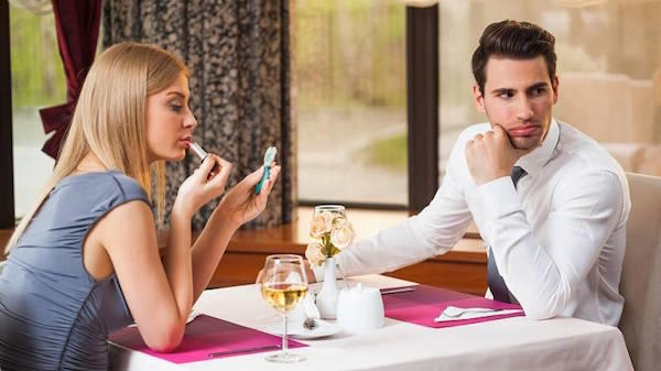 12 Signs Your Date Probably Sucks