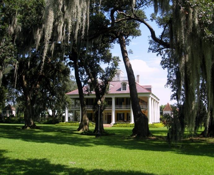 10 of the Spookiest Places to Visit in the Southern U.S.