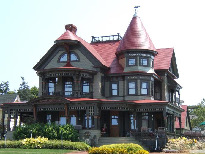 16 Beautiful and Creepy Houses