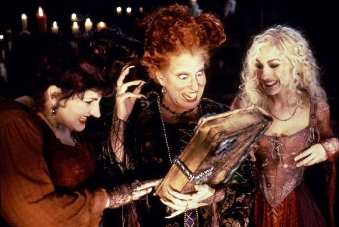 10 Awesome Horror/Comedy Halloween Specials And Movies That People Love To Watch (: