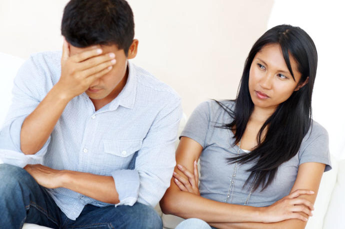 3 Signs He Doesn't Love You Anymore :(