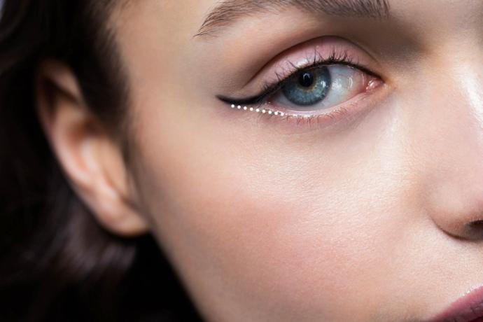 Eye Makeup: 4 Tips To Widen Your Eyes, Not Shrink Them