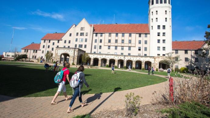 3 Reasons Why I Hate Applying to Colleges