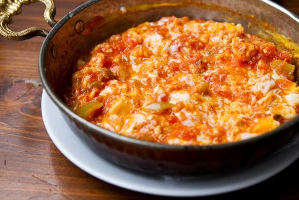 Yummy Turkish Recipe for Breakfast: Menemen!