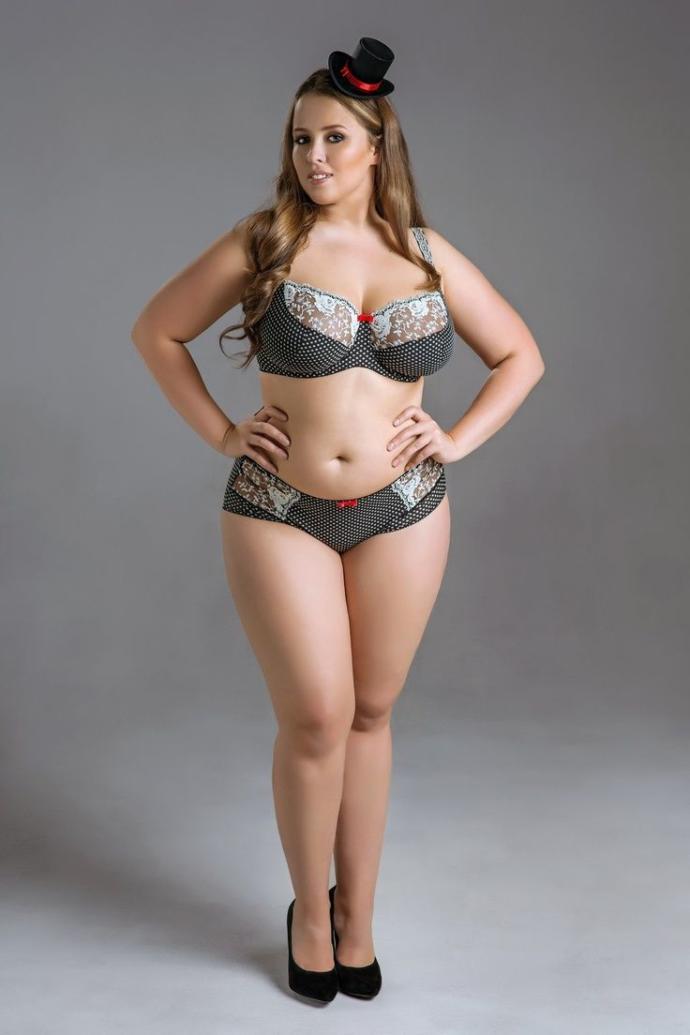 русская пухлая девушка фото девочку голой