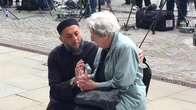 Muslims United For Manchester: The Heartwarming Compassion From The Local Muslim Community