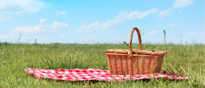 Why The First Date Should Just Be A Potluck Picnic