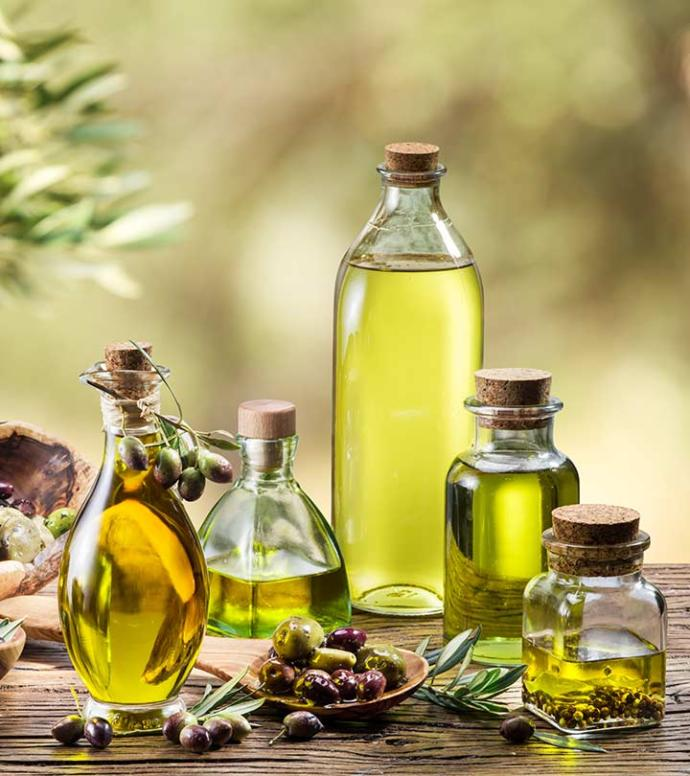 Because the omega-6 fatty acids in it facilitate calorie burning, olive oil is a food that helps you lose weight.