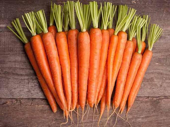 Carrots will increase your sense of satiety due to high water and fiber content. To increase the calorie burning potential of carrots, you can throw them in the fryer or cook them in the pan. According to a study at the University of Arkansas, roasted carrots contain 3 times more antioxidants than raw ones.
