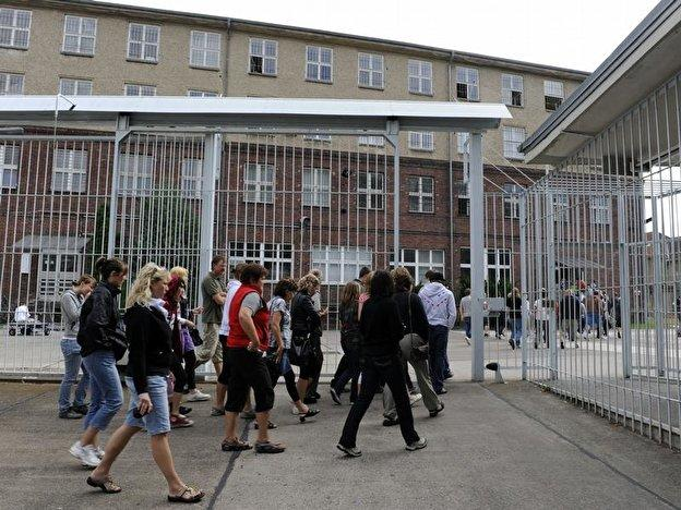 Is there any difference between some psych wards and the former DDR's hohenschonhausen prison?