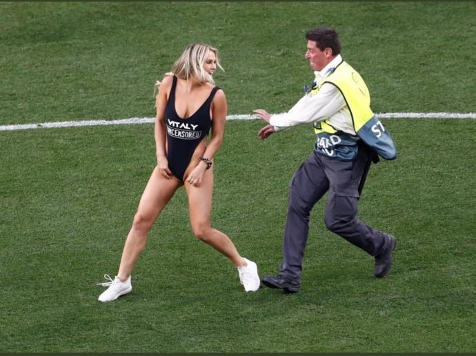 This girl ran into the stadium in the final :p