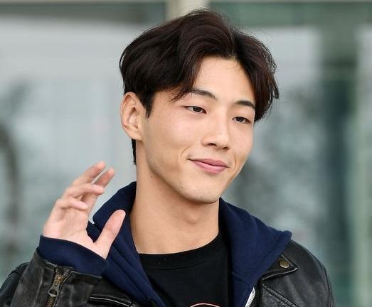 Kim Ji-soo, Slight Tan, Mono Eyelid
