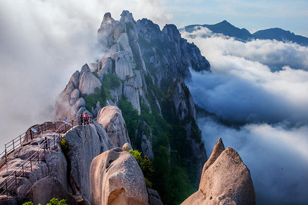 Dance with the clouds. Seoraksan is famous for its deep, winding valleys.