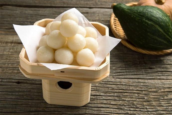Tsukimi dango, the most popular food during Tsukimi