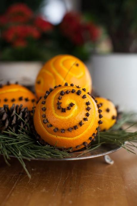 Clove-studded oranges- decorative aromatic for the holidays!