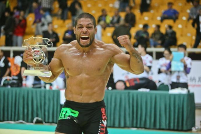 """Andre Galvao is only 5'7"""" yet is considered by many to be the best male BJJ competitor in Brazil, he even beat a 6'1"""" wrestler"""