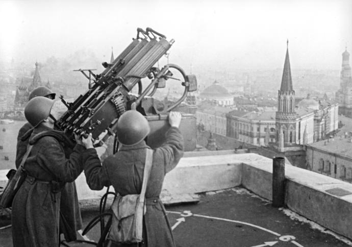 Soviet Anti Aircraft crew in Moscow