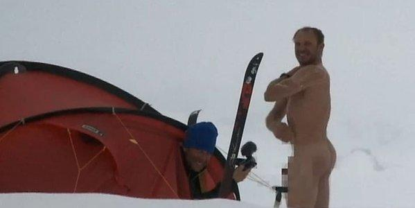 The Herminator using snow to shower in -47°C weather at the South Pole [documentary: Wettlauf zum Südpol]