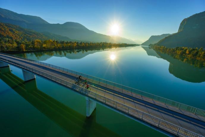 The Drauradweg -> Drau=river [one possibility]