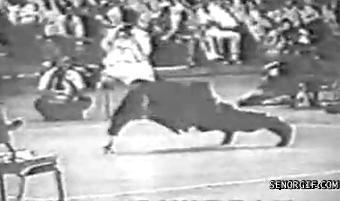 Bruce Lee doing 2 finger push ups