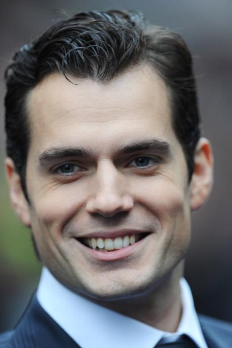 Notice the narrowness of Henry Cavills smile