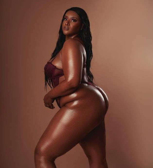 If her stomach is still flat, shes curvy, not fat. The TRUE difference between plus-sized, thick, and BBW ladies.