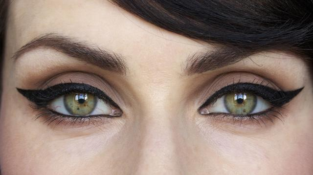 How do you use eyeliner on your lower eyelid?