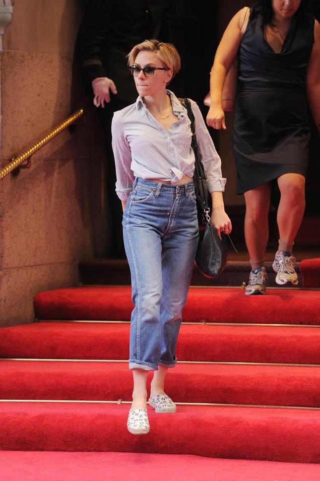 scarlett johansson high waist jean