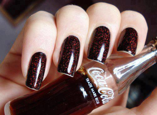 Girls, what do you think of this Coca Cola inspired manicure?