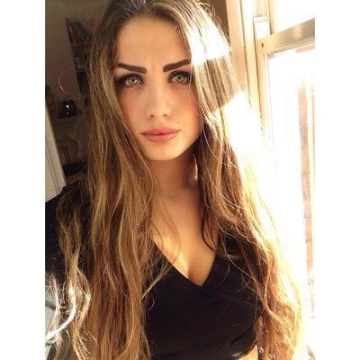 (pictures) Guys, Girls, rate her from 1-10?