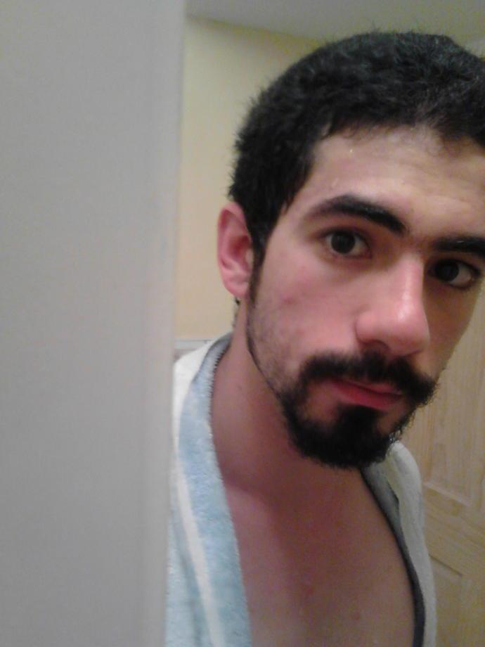 Girls, Beard or no Beard (Pics of me) ?