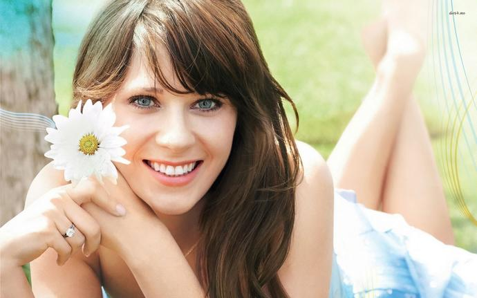 Zooey Deschallel. She's beauty on steroids yes or no?