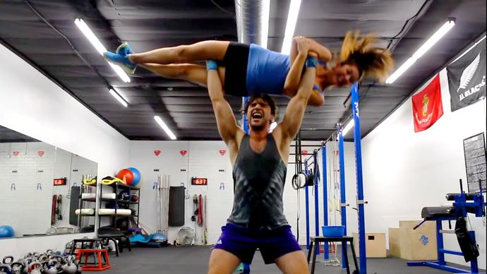 How to pick up a girl at the gym?