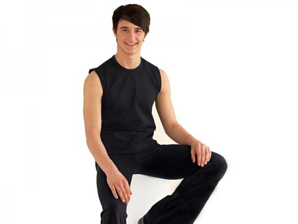 Is wearing a sleeveless T-shirt weird?