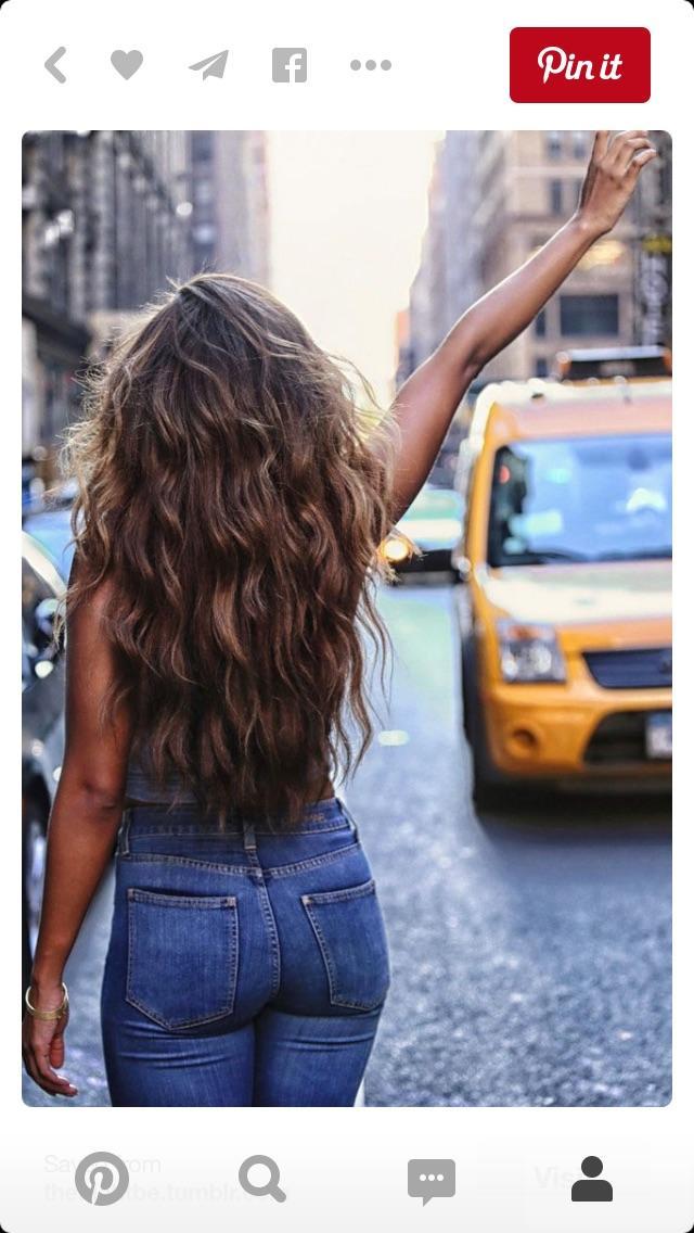 Guys, Do you like her hair?