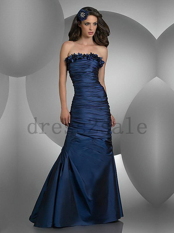 Does anyone know what makeup look I should do for a midnight blue prom dress?