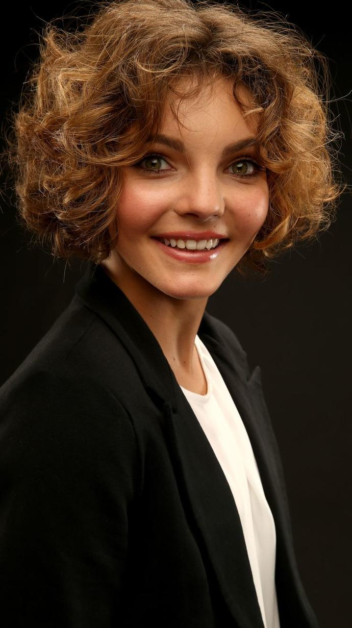 Does Camren Bicondova's (Catwoman) face look weird to you?