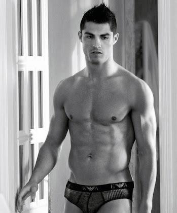 would you bang cristiano Ronaldo? How hot is he?