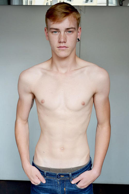 Rate this guys body on attractiveness?