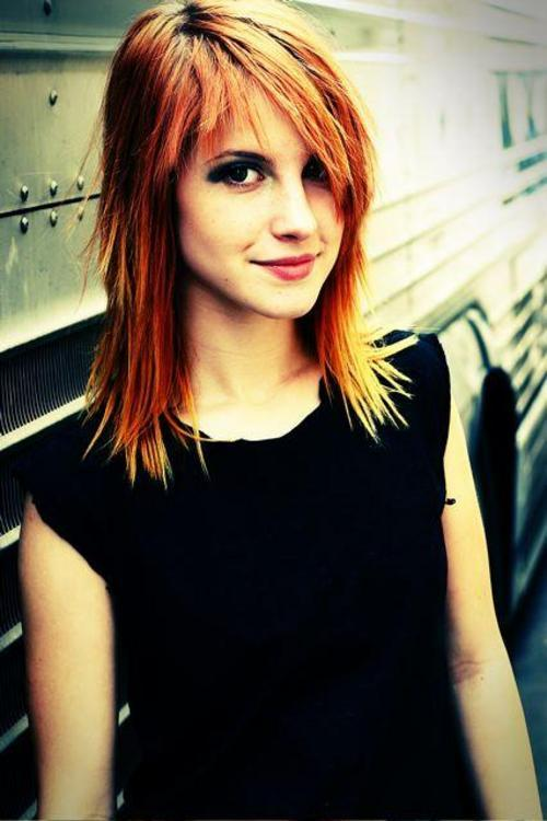 anyone else think that hayley williams is just mmmmm?
