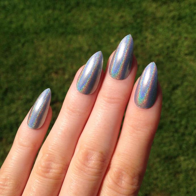 Pointed fingernails?