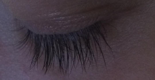 Can long eyelashes be unattractive?
